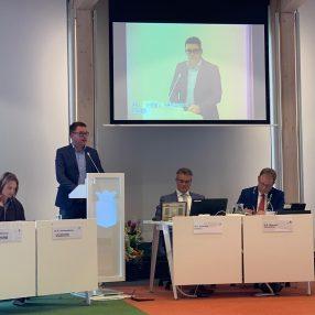Fractievoorzitter Wim van Wegen tijdens de beschouwingen in de raadsvergadering van 8 juli 2019.